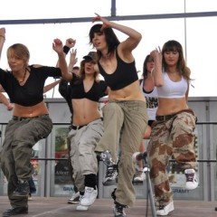 Dance Avenue pomaga pomagać-2009